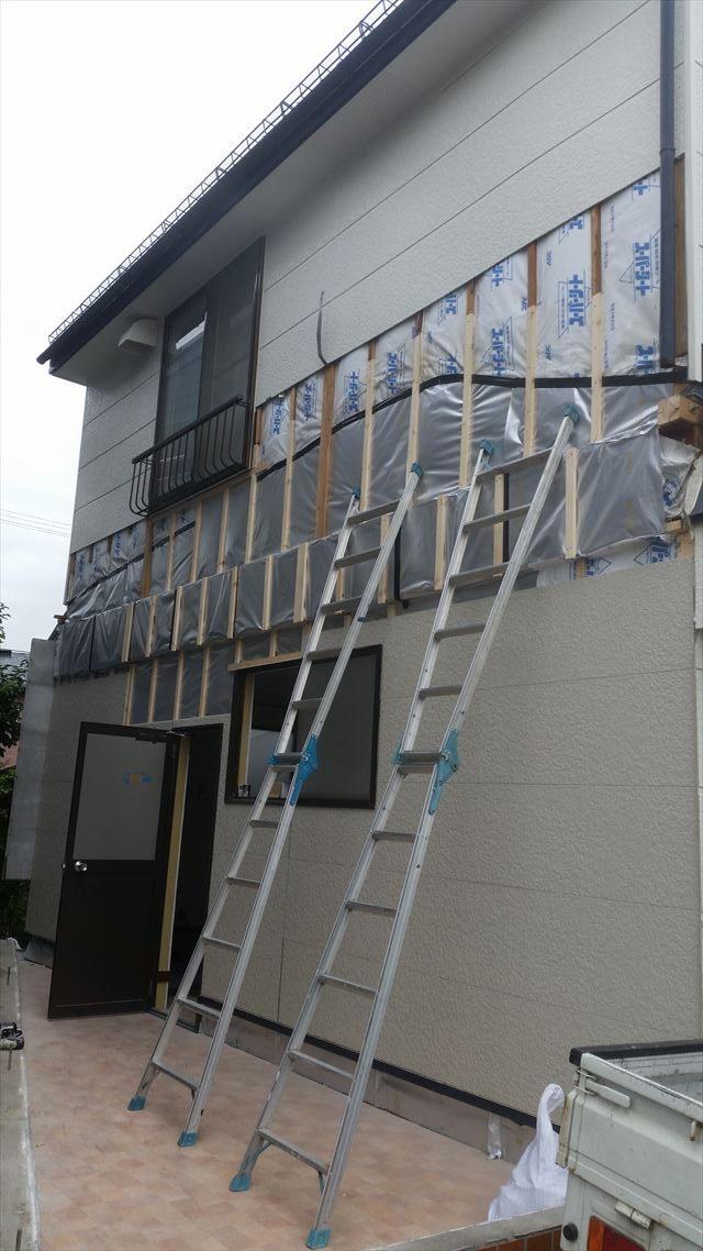 外壁張り施工中